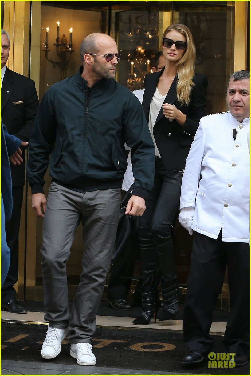 rosie huntington whiteley jason statham hook arms in europe 05
