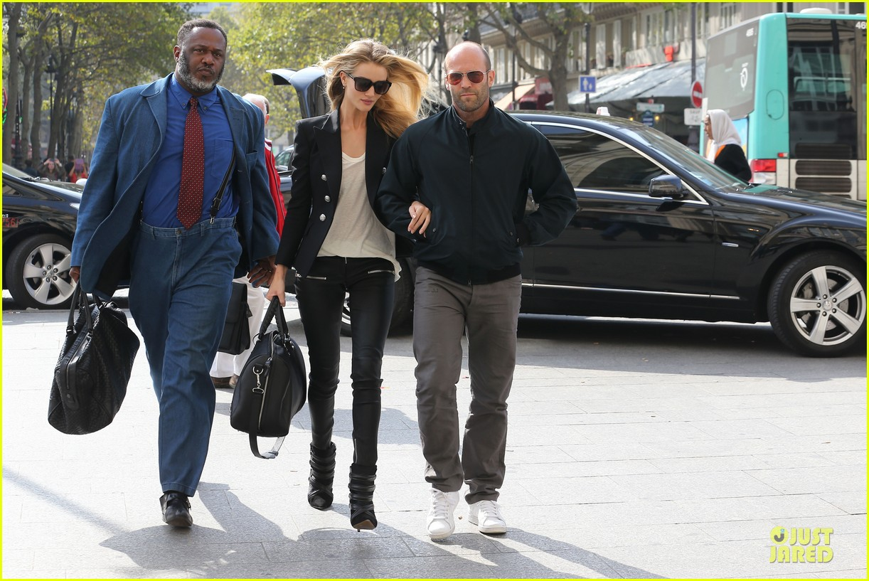 rosie huntington whiteley jason statham hook arms in europe 072961479