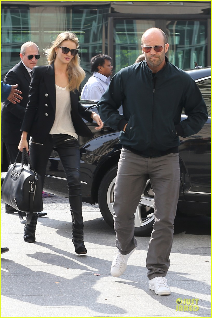 rosie huntington whiteley jason statham hook arms in europe 092961481