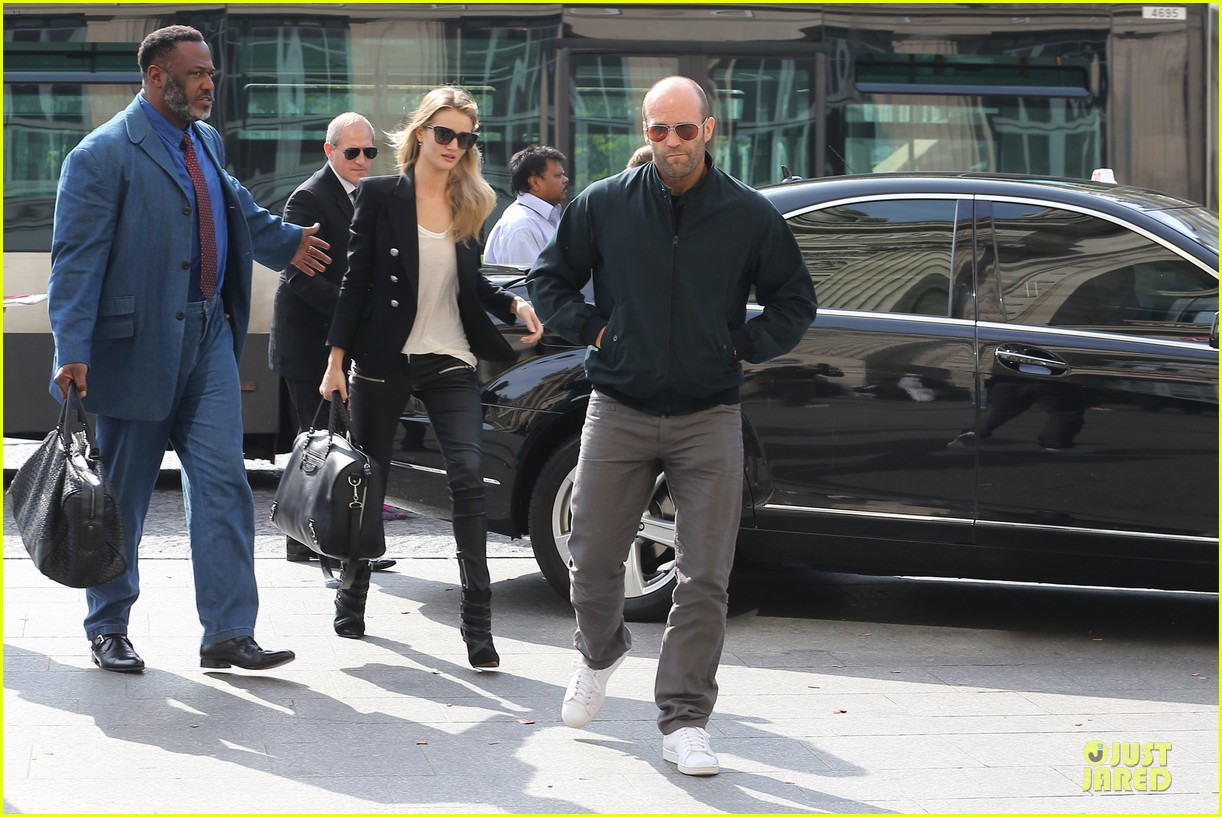 rosie huntington whiteley jason statham hook arms in europe 112961483