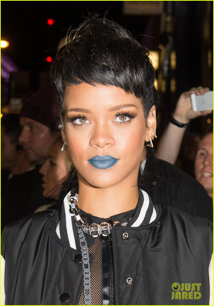 rihanna blue lips for river island collection launch 02