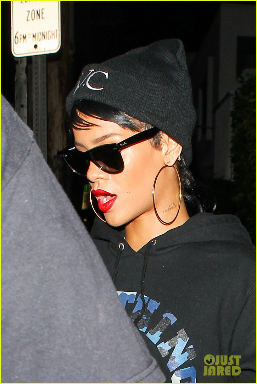 rihanna dines at favorite restaurant before jetting to nyc 102941809