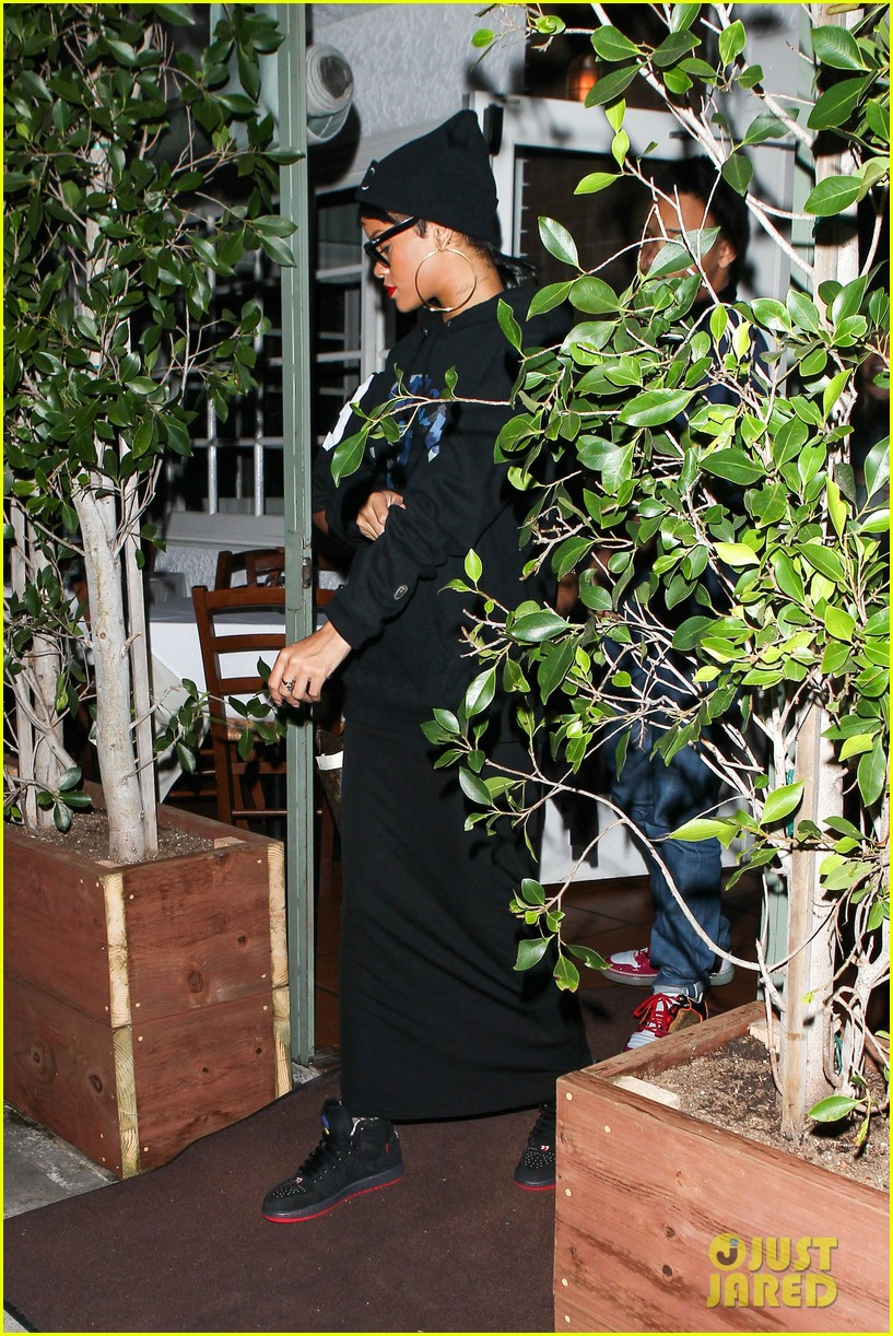 rihanna dines at favorite restaurant before jetting to nyc 122941811