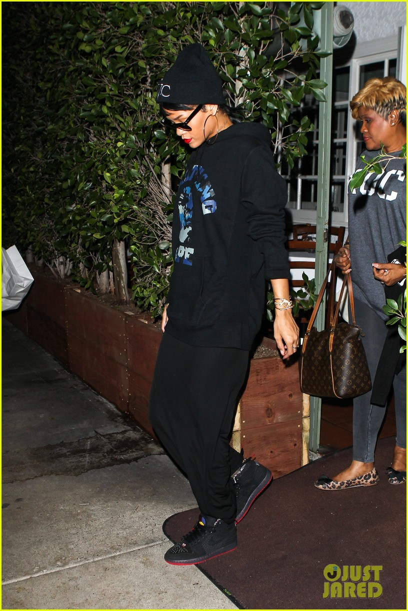 rihanna dines at favorite restaurant before jetting to nyc 142941813