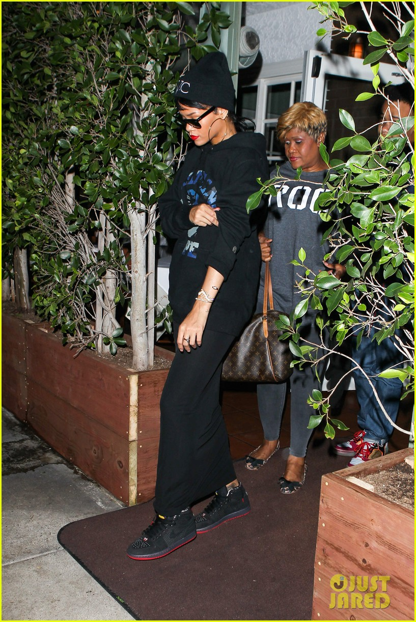 rihanna dines at favorite restaurant before jetting to nyc 182941817