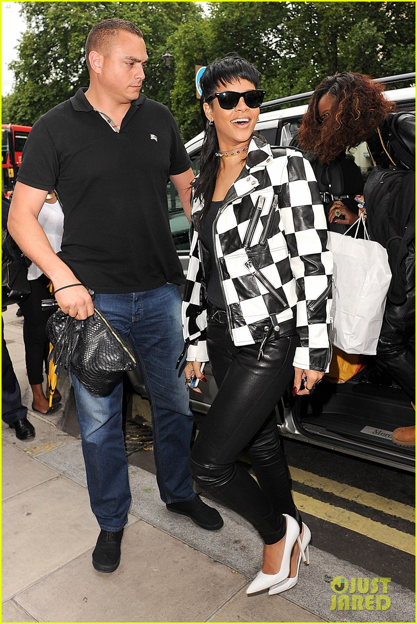 rihanna recorded a monster hook for one of my favorites 072950392