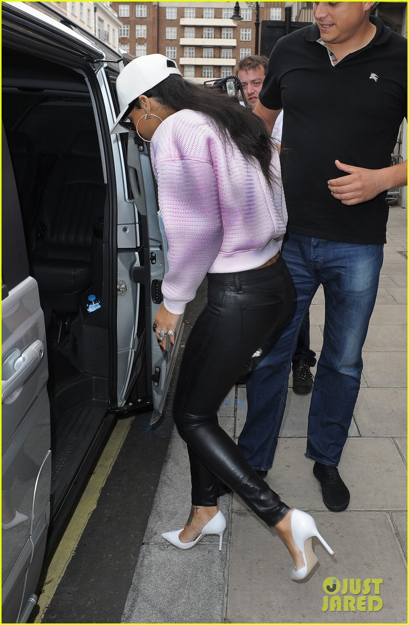 rihanna early wake up call after night out with cara delevingne 052949941