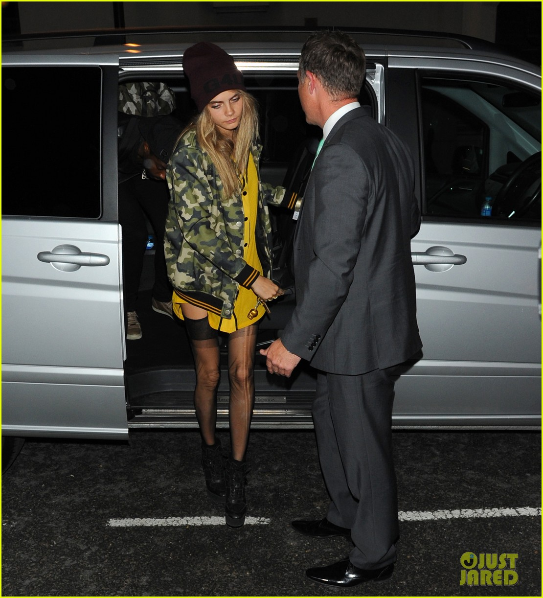 rihanna early wake up call after night out with cara delevingne 112949947