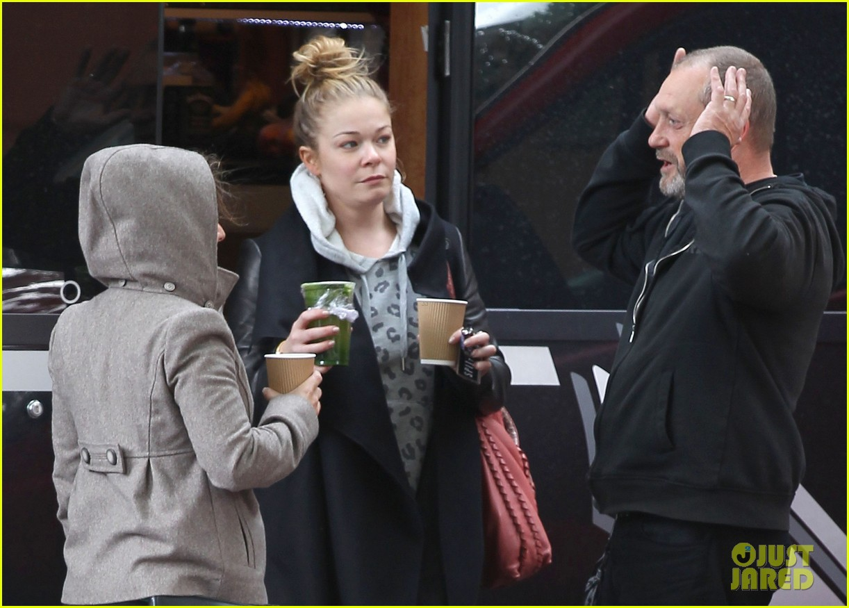 leann rimes starts day with coffee miley cyrus wrecking ball 012954243