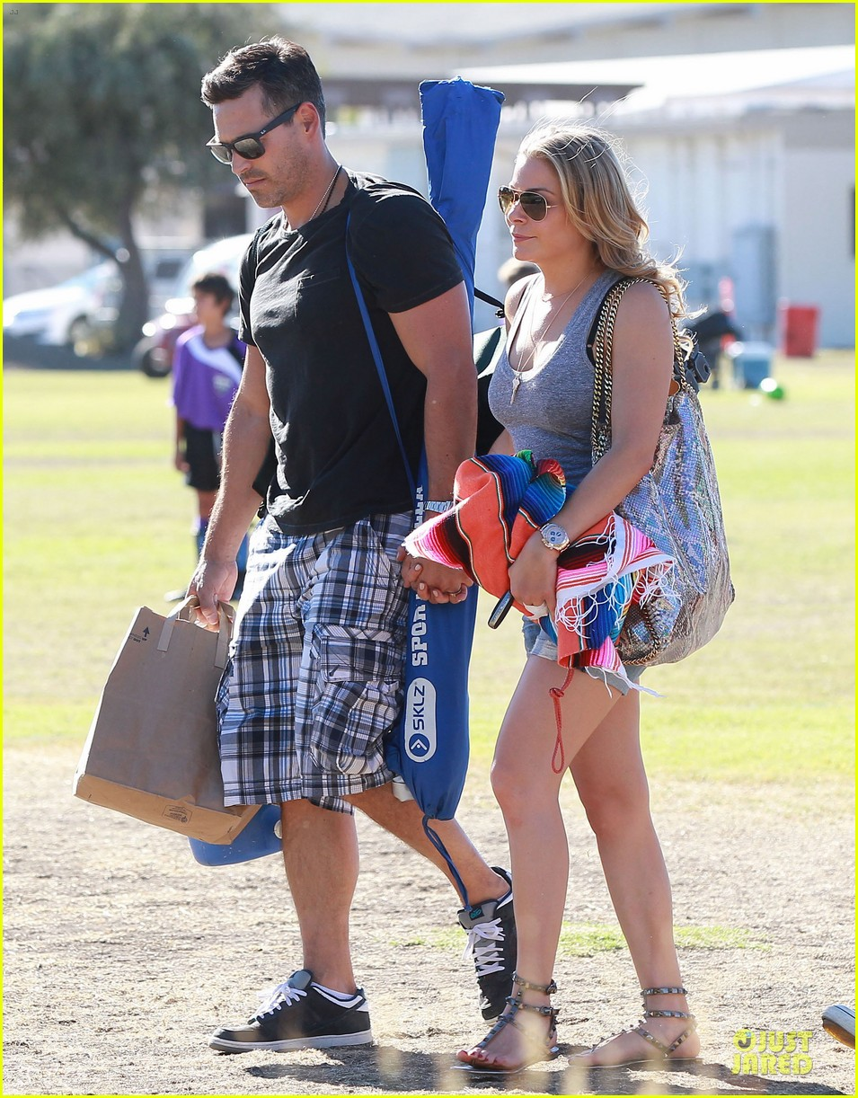 leann rimes eddie cibrian hold hands for mason game 02
