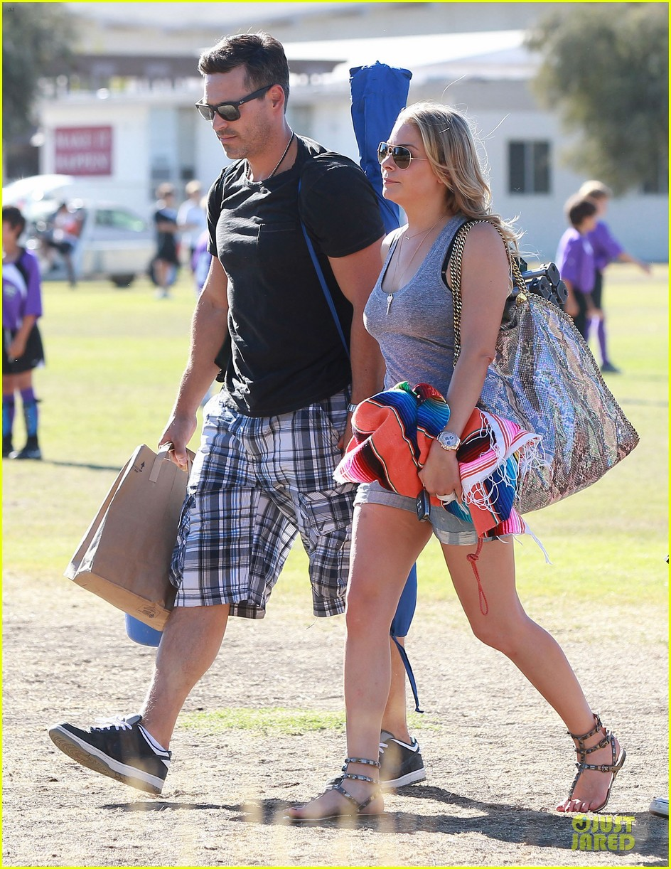 leann rimes eddie cibrian hold hands for mason game 122962071