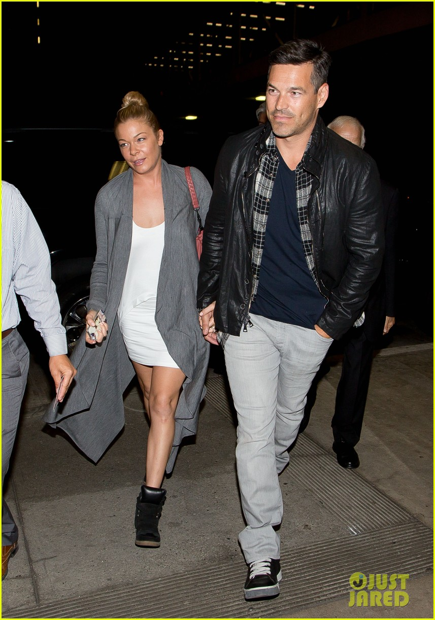 leann rimes eddie cibrian grab dinner before flight to uk 052948077