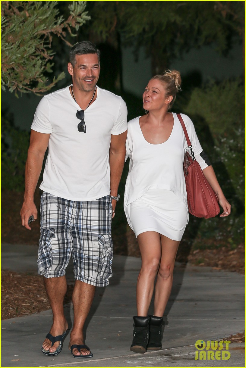 leann rimes eddie cibrian grab dinner before flight to uk 11
