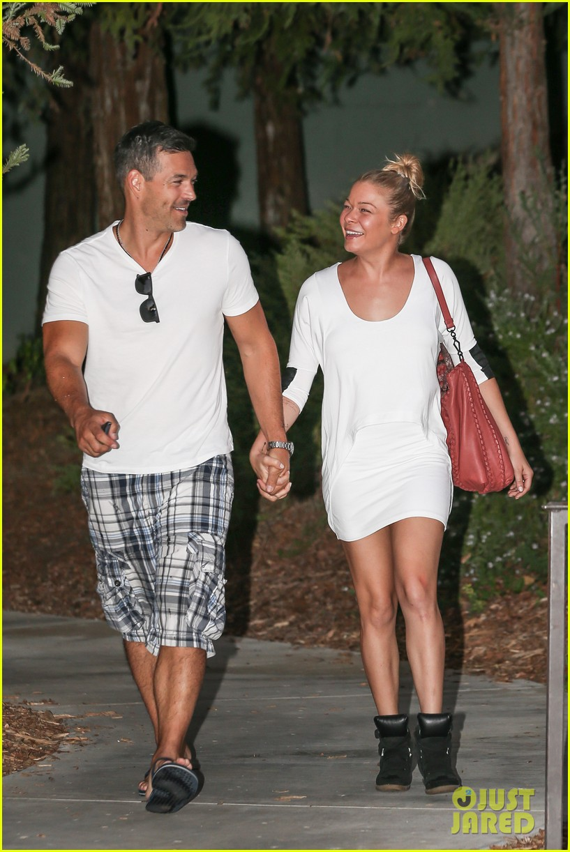 leann rimes eddie cibrian grab dinner before flight to uk 142948086