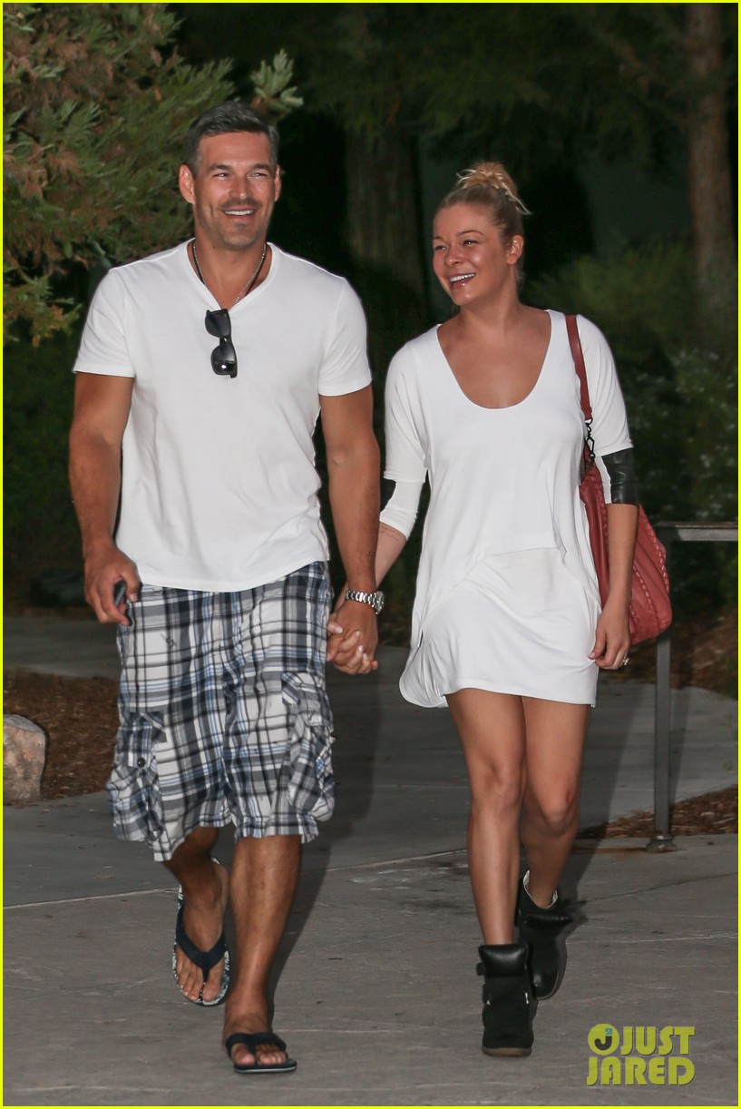 leann rimes eddie cibrian grab dinner before flight to uk 172948089