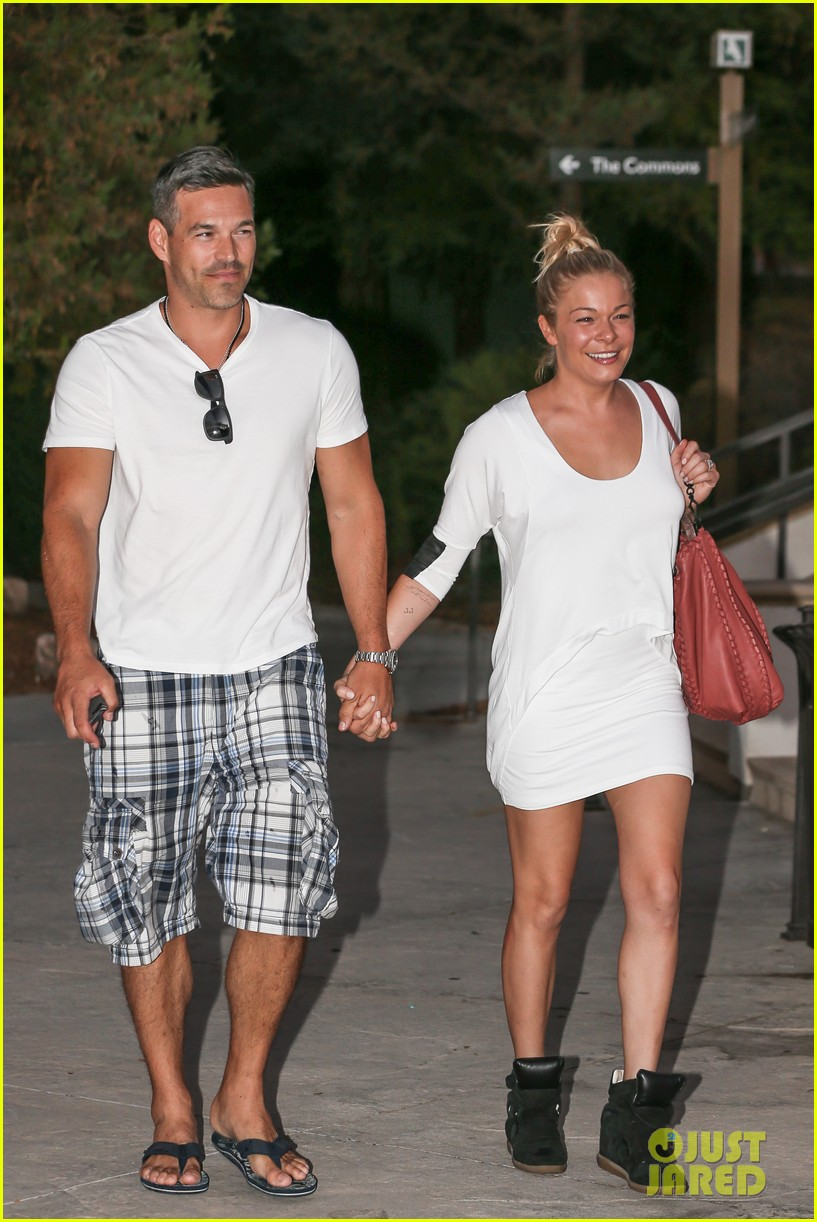 leann rimes eddie cibrian grab dinner before flight to uk 242948096