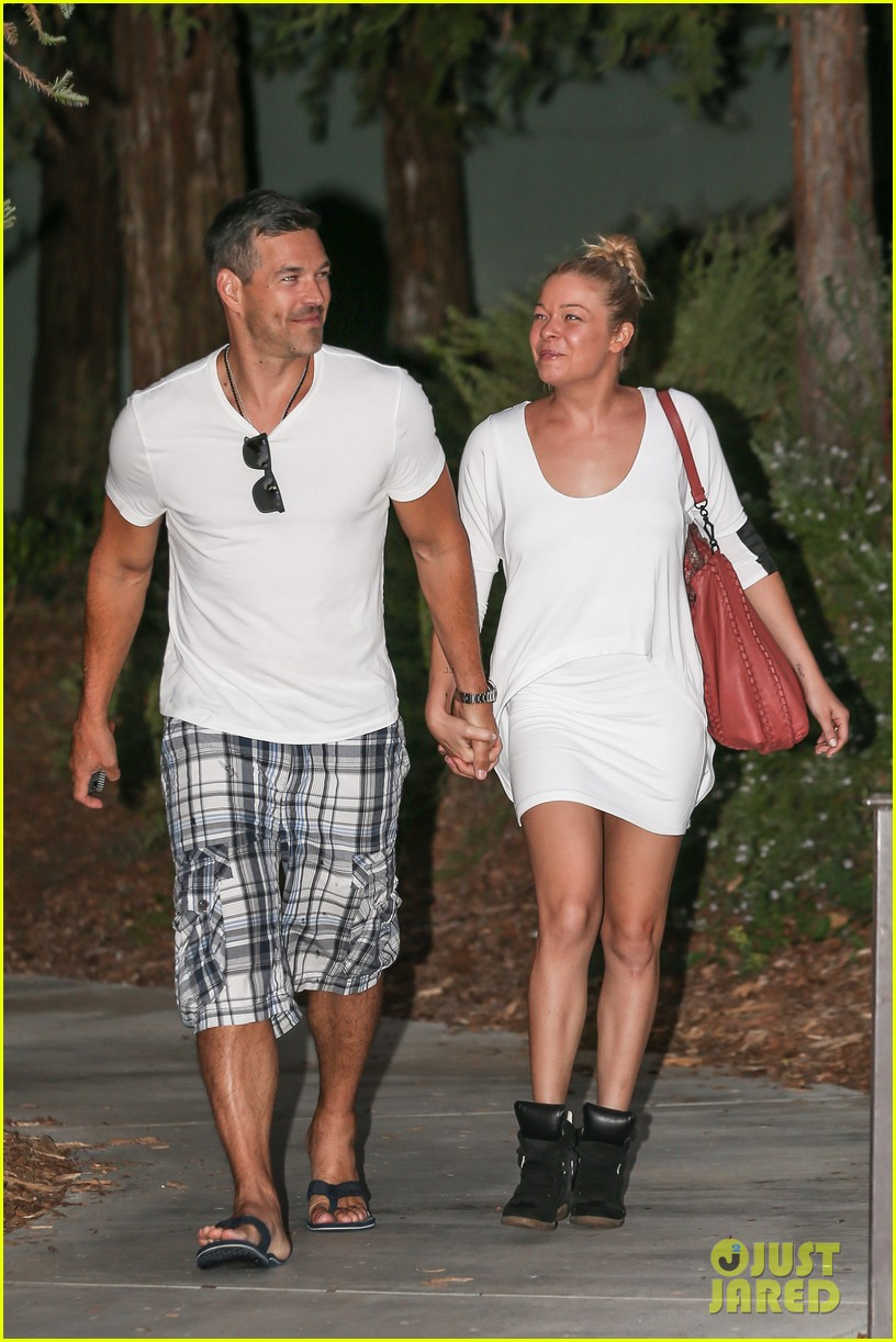leann rimes eddie cibrian grab dinner before flight to uk 25