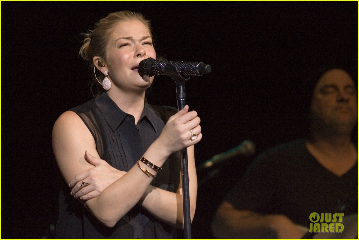 leann rimes thanks glasgow fans for incredible concert 082953126