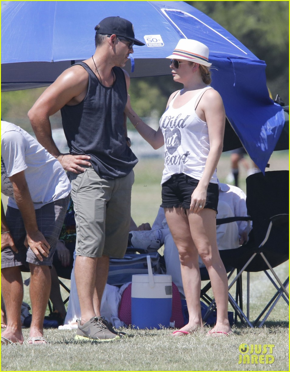 leann rimes eddie cibrian sweat it out at mason soccer game 03
