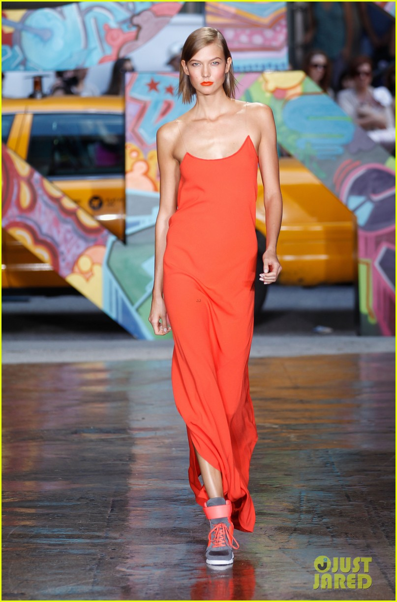 rita ora karlie kloss dkny fashion show models 012947168