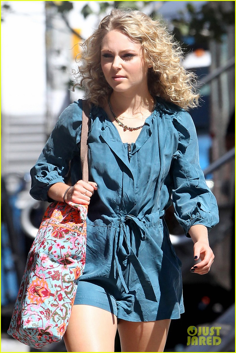 annasophia robb fashionista for carrie diaries 112956194