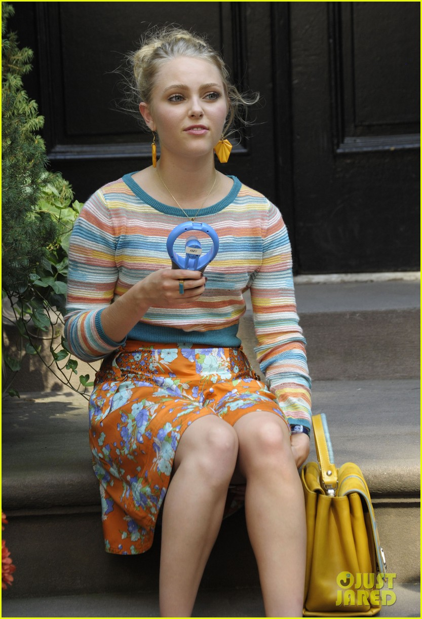 annasophia robb rocks fun outfits for carrie diaries 112951472