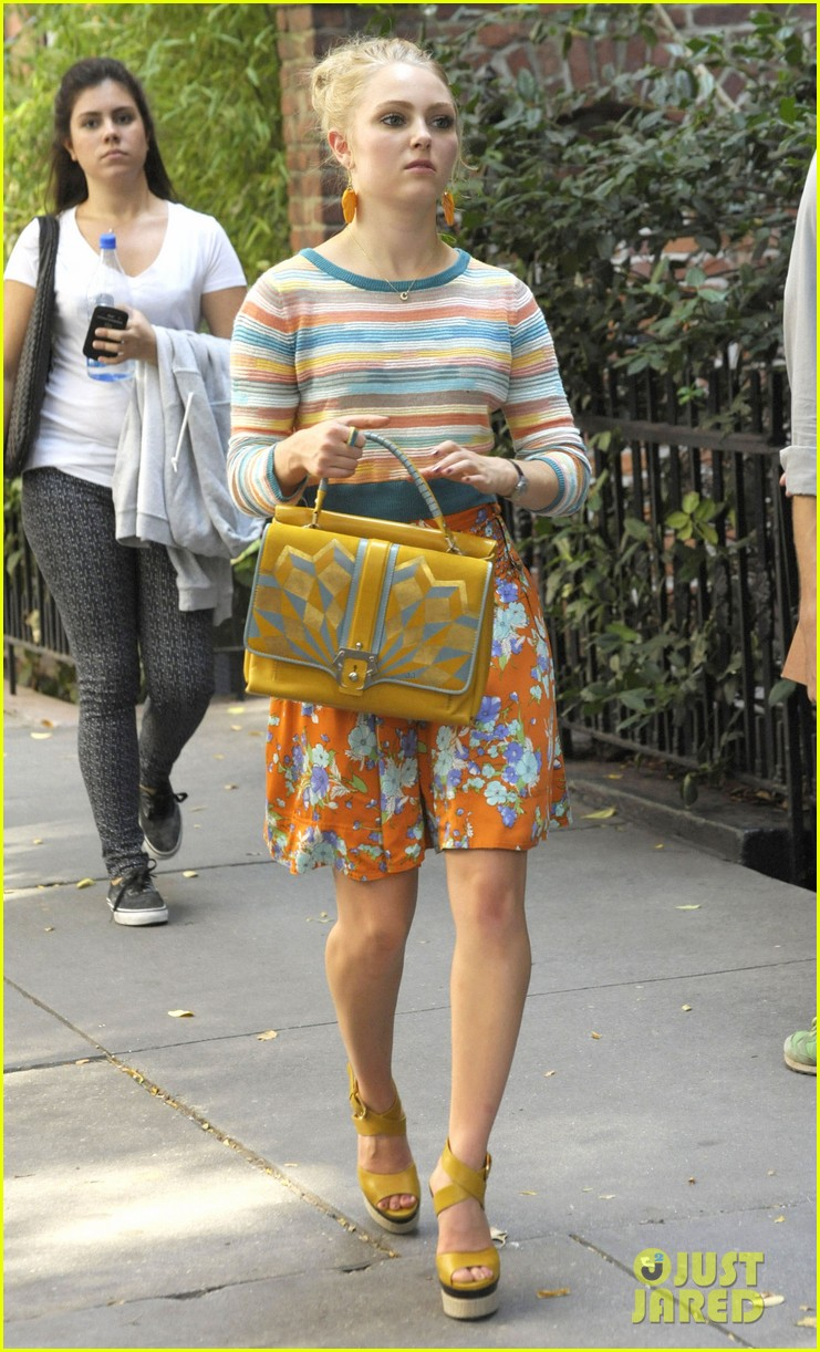 annasophia robb rocks fun outfits for carrie diaries 142951475