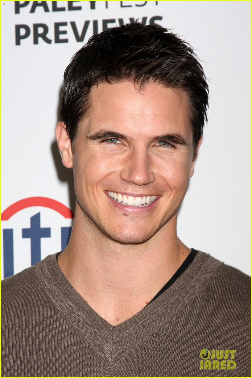robbie amell the tomorrow people paleyfest previews 2013 052946775