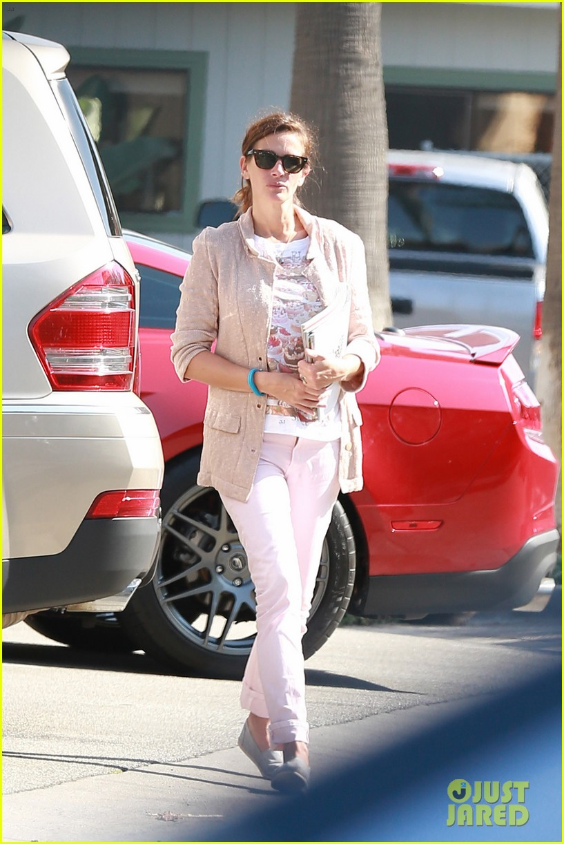 julia roberts nesstand shopper with danny moder 042955190
