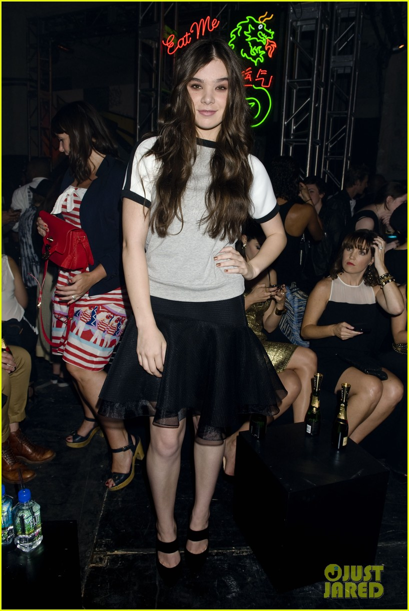 emmy rossum hailee steinfeld dkny party 052949194