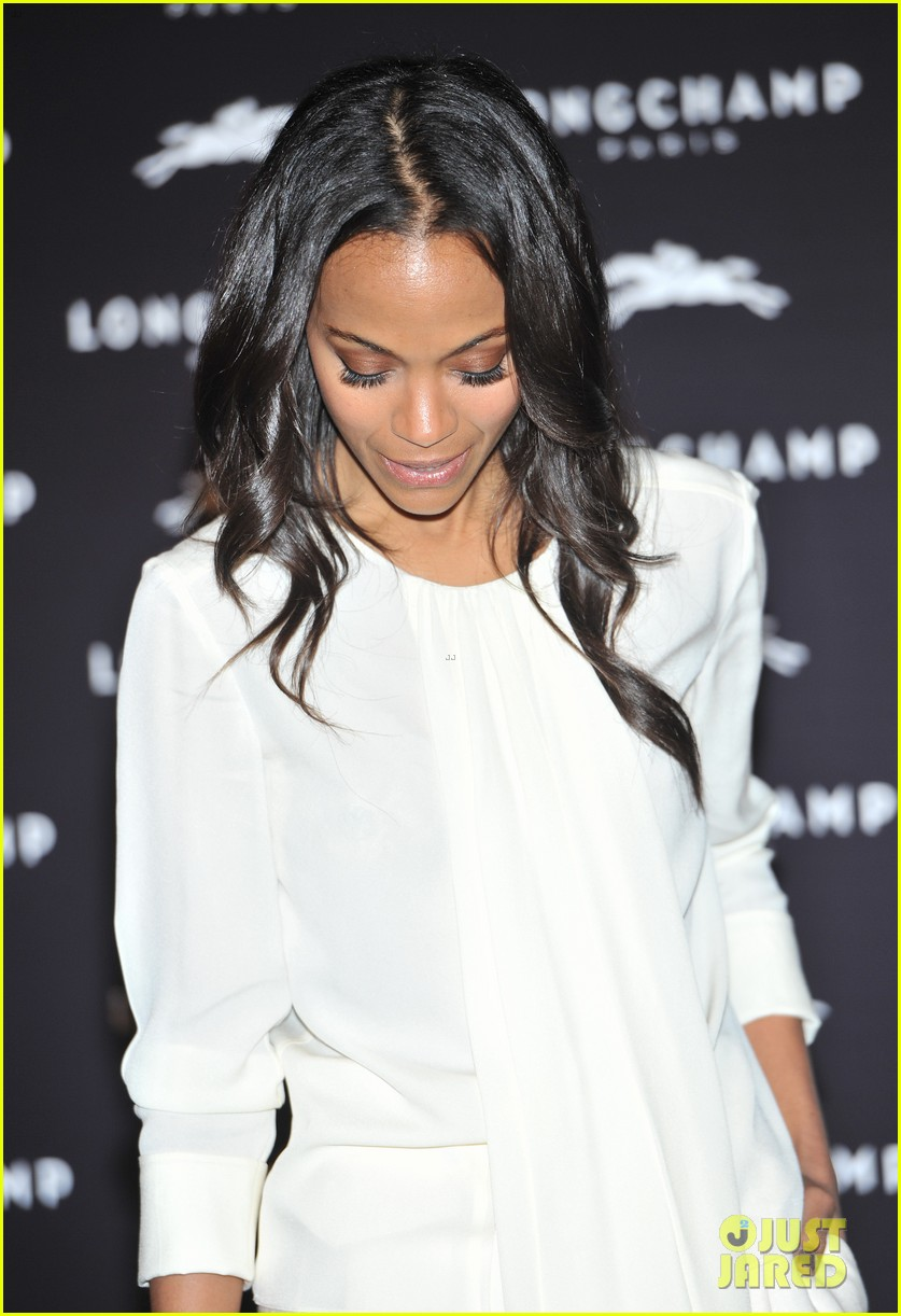 zoe saldana hides wedding ring at first post marriage event 082952482