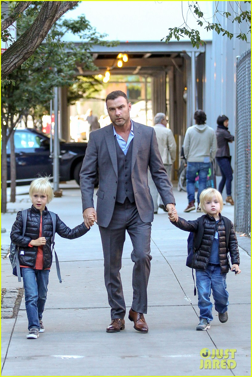liev schreiber suits up for bike ride with his boys 042959079
