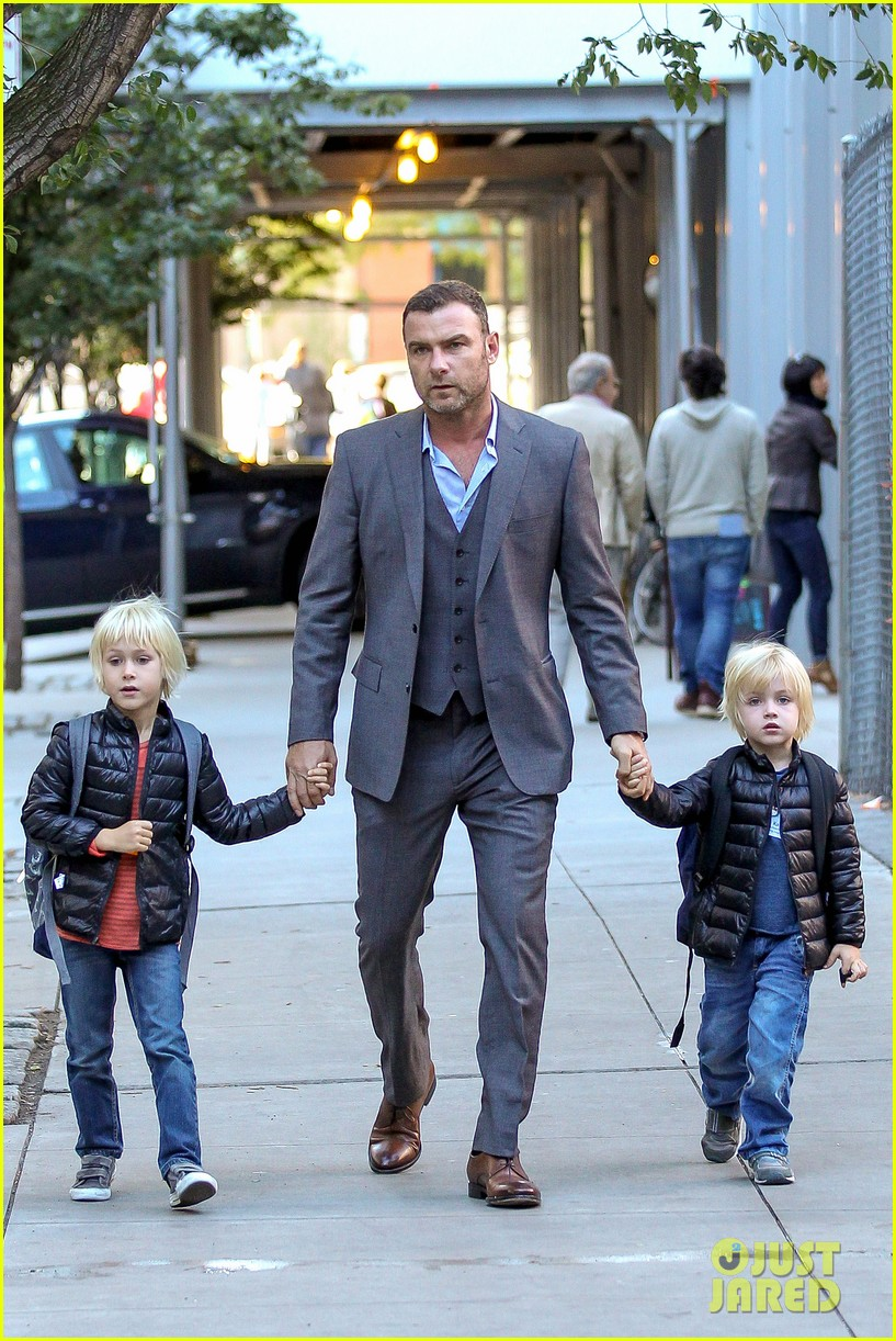 liev schreiber suits up for bike ride with his boys 092959084
