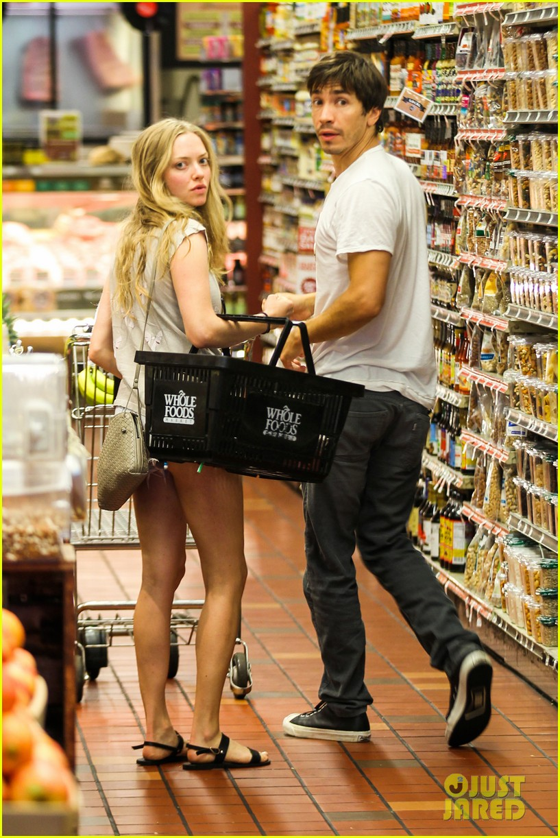 amanda seyfried justin long grocery shop for labor day 062942164