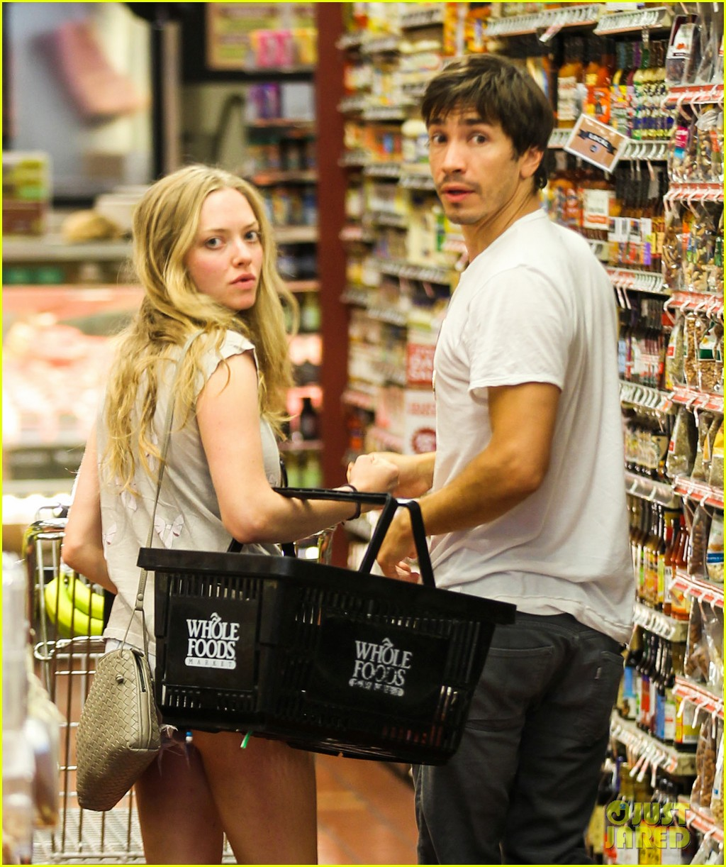 amanda seyfried justin long grocery shop for labor day 082942166