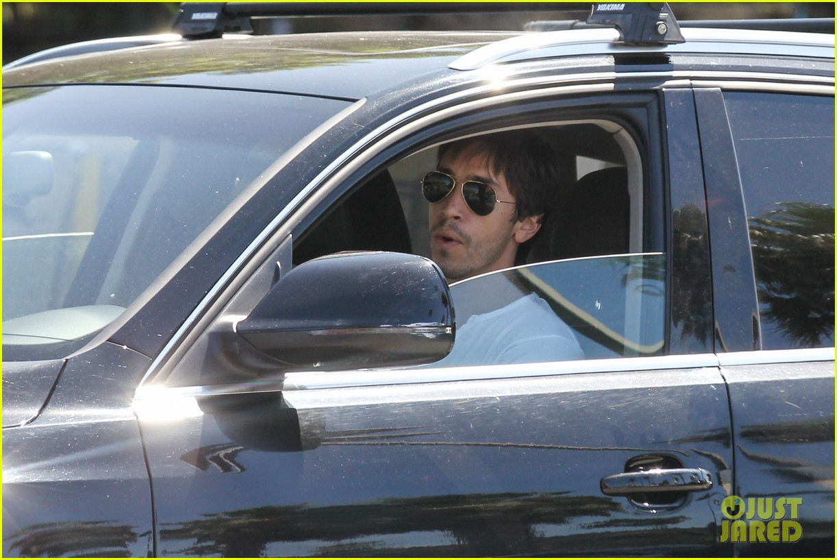 amanda seyfried justin long grocery shop for labor day 132942171