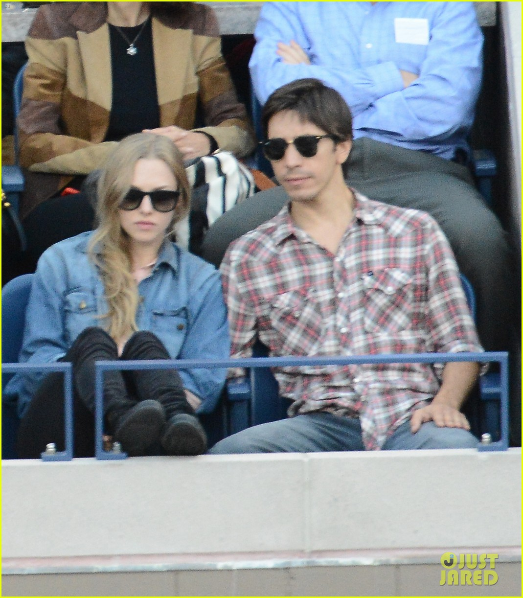 amanda seyfried justin long hold hands at us open finals 022948812