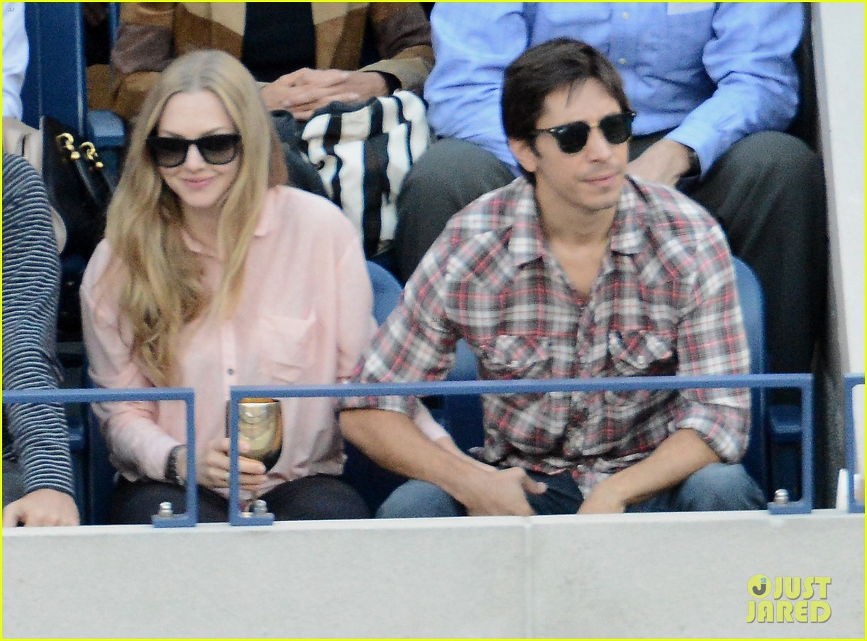 amanda seyfried justin long hold hands at us open finals 09
