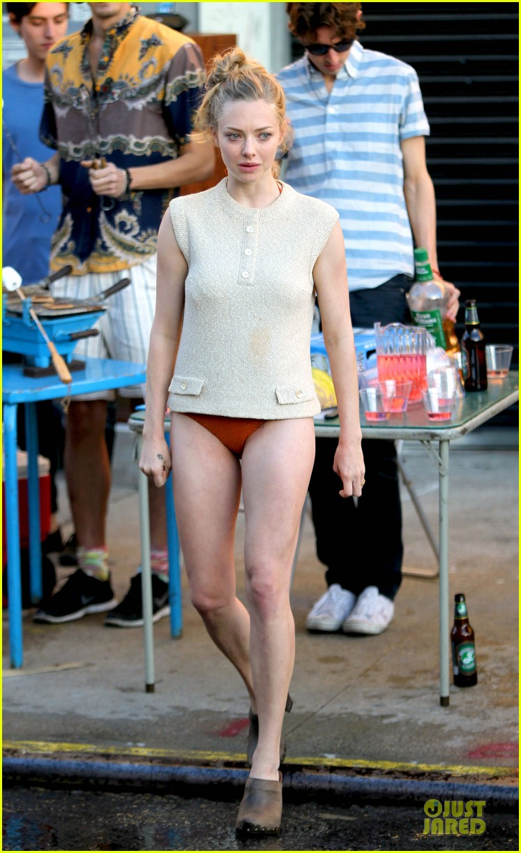 amanda seyfried flashes underwear while were young 012959507