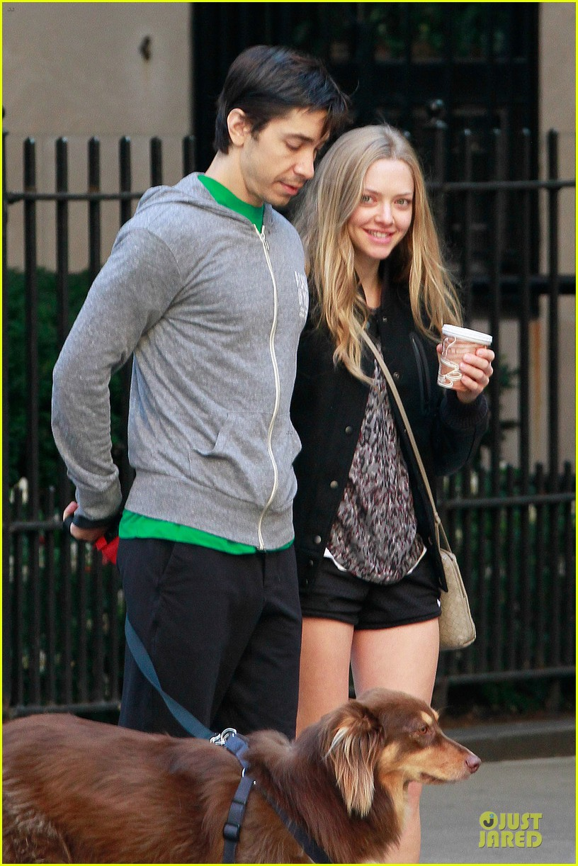 amanda seyfried flashes underwear while were young 042959510