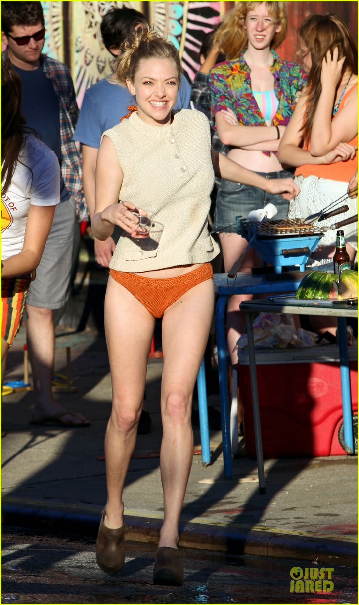 amanda seyfried flashes underwear while were young 062959512