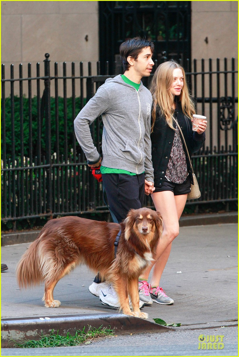 amanda seyfried flashes underwear while were young 072959513