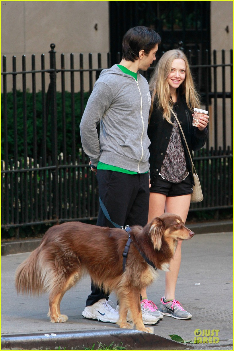 amanda seyfried flashes underwear while were young 092959515