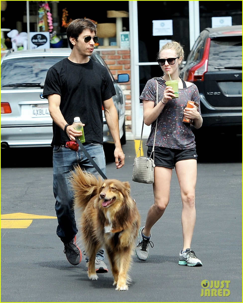amanda seyfried justin long weekend outing with finn 012941434