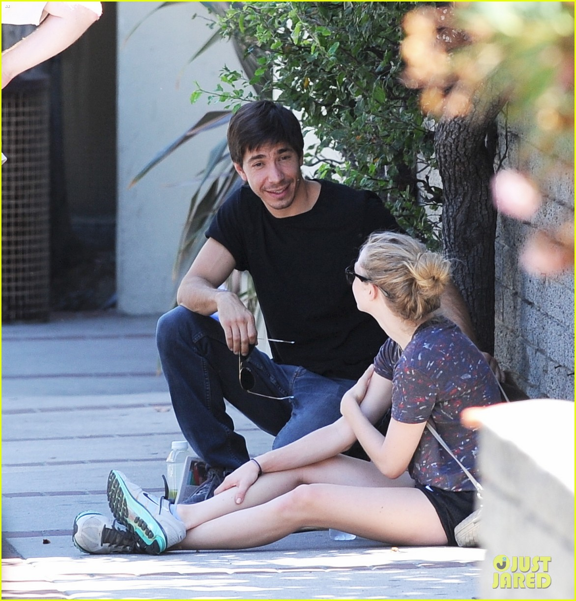 amanda seyfried justin long weekend outing with finn 022941435