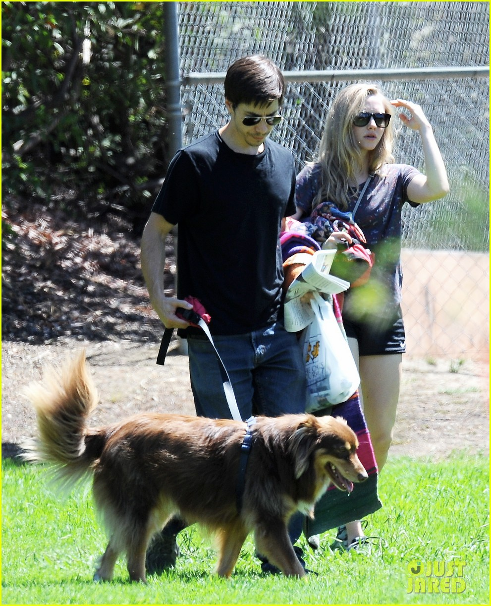 amanda seyfried justin long weekend outing with finn 032941436