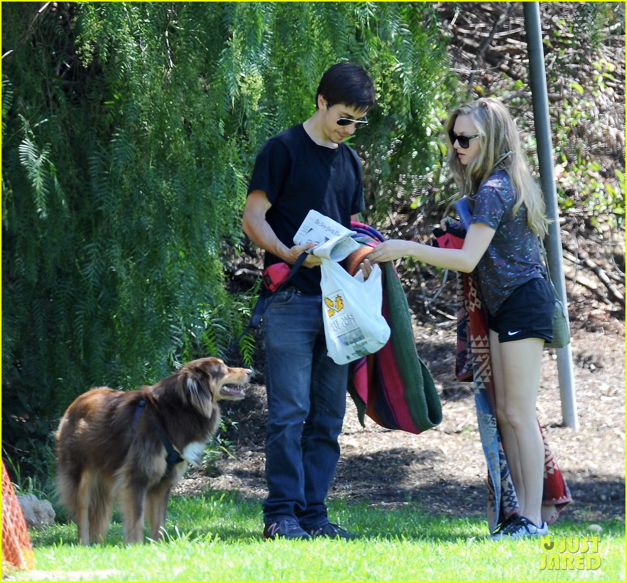 amanda seyfried justin long weekend outing with finn 052941438