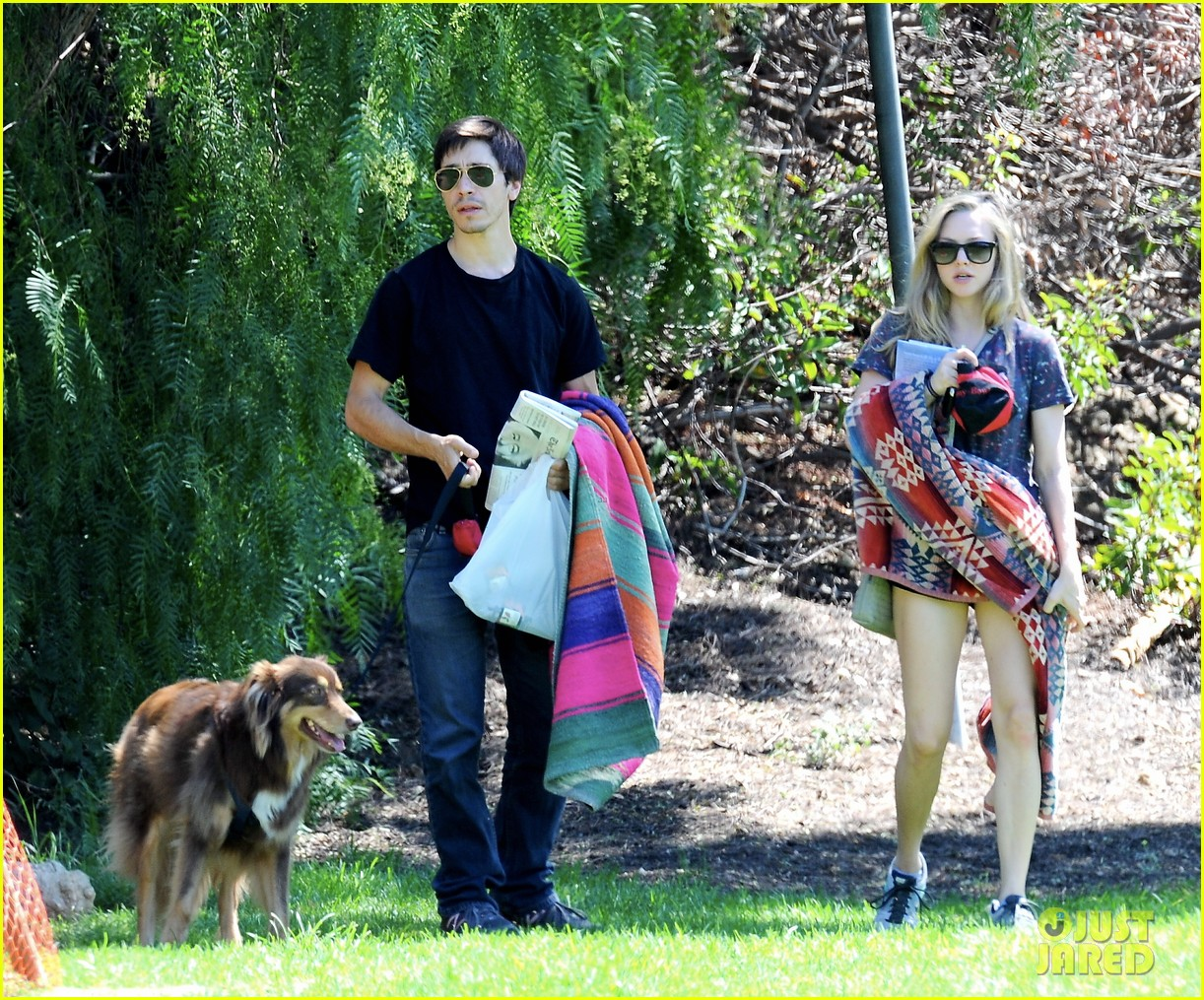 amanda seyfried justin long weekend outing with finn 062941439
