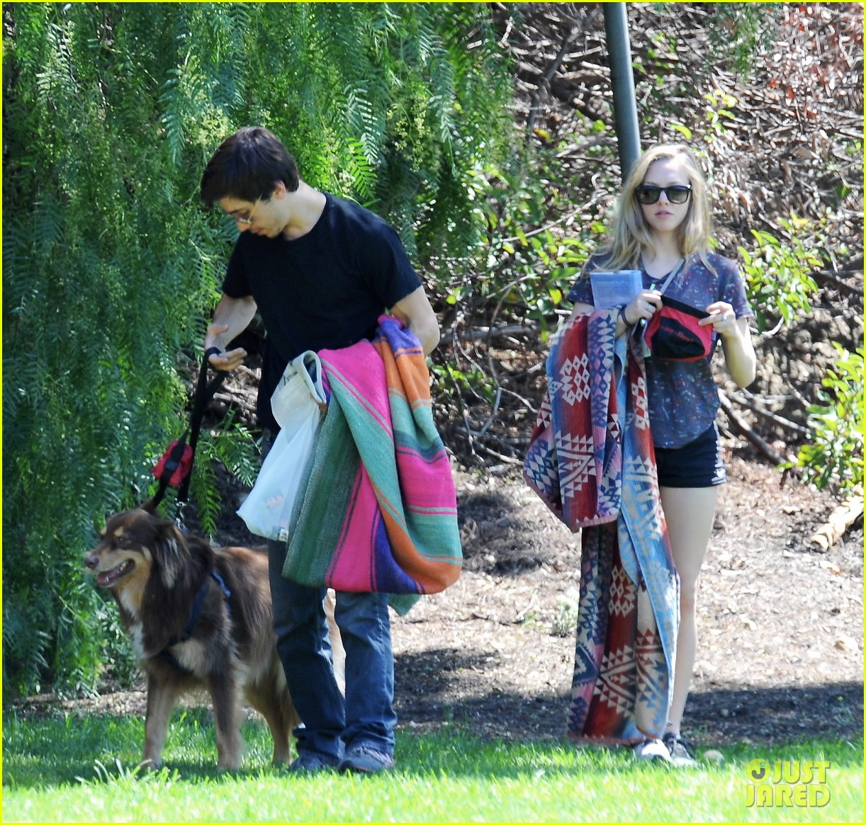 amanda seyfried justin long weekend outing with finn 082941441