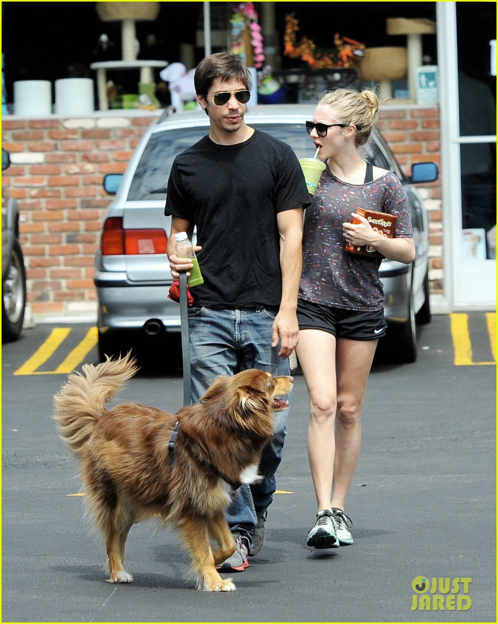 amanda seyfried justin long weekend outing with finn 132941446